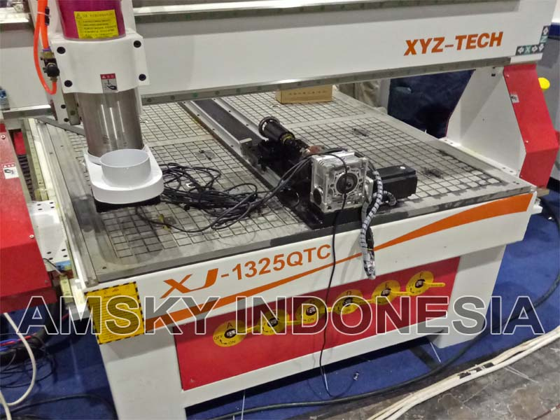 Mesin CNC woodworking XYZ XJ-1325 QTC